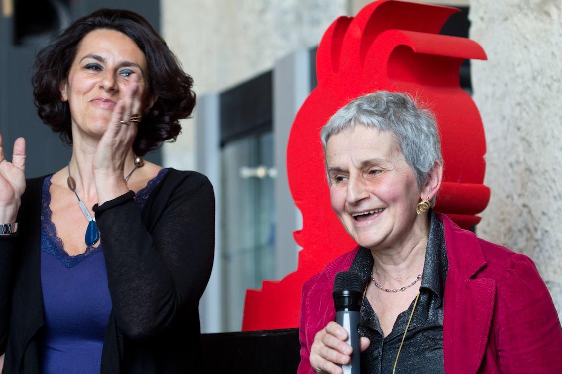 Tiziana Marinosci e Battistina Dellepiane portano il saluto dell'Associazione librerie indipendenti Genova