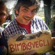 """Progetto Bimbisvegli, il maestro Monaca: """"Se ci fanno scarpe strette, camminiamo scalzi."""""""